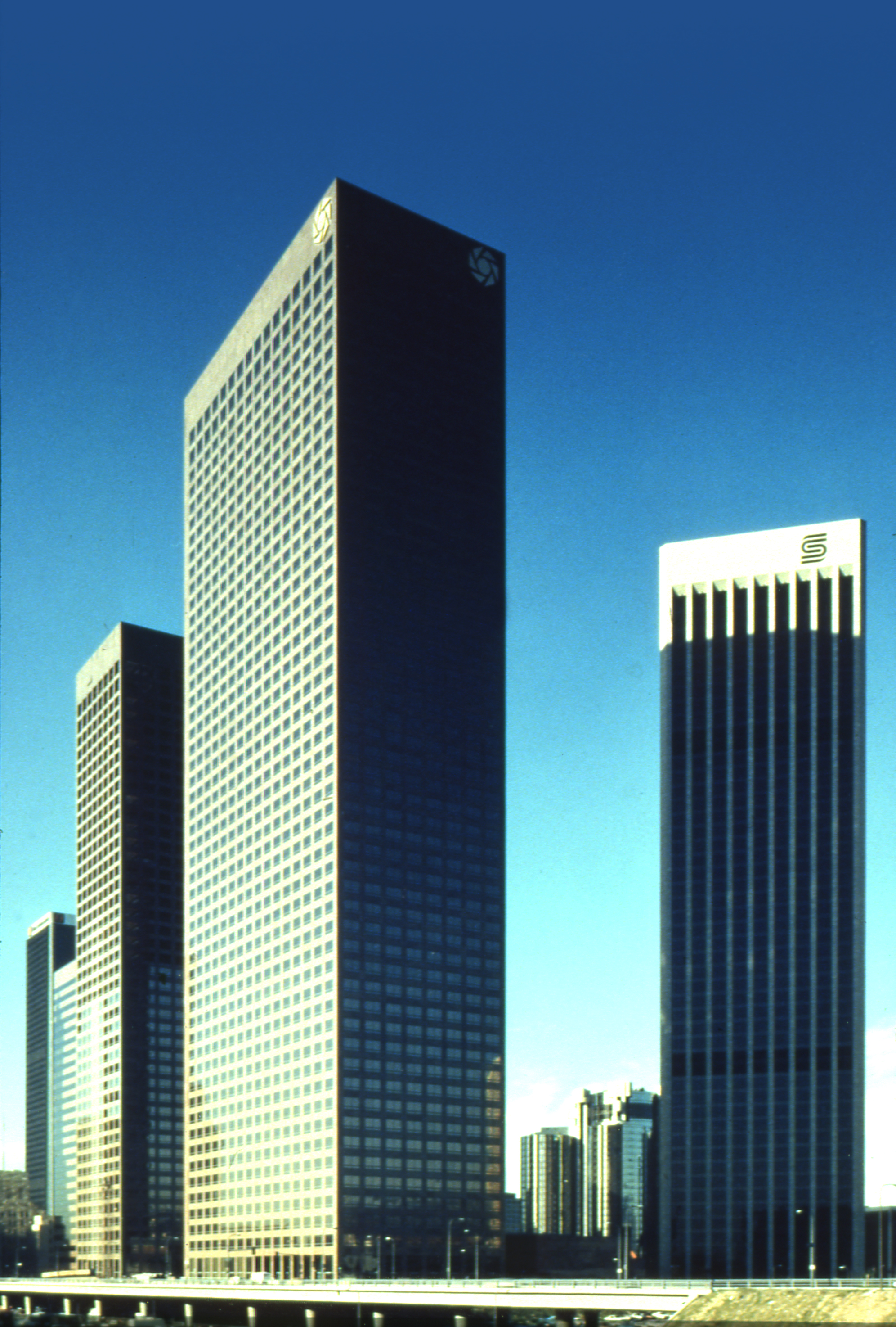 Two los angeles skyscrapers featured in retrospect ppg for Innovation firm los angeles