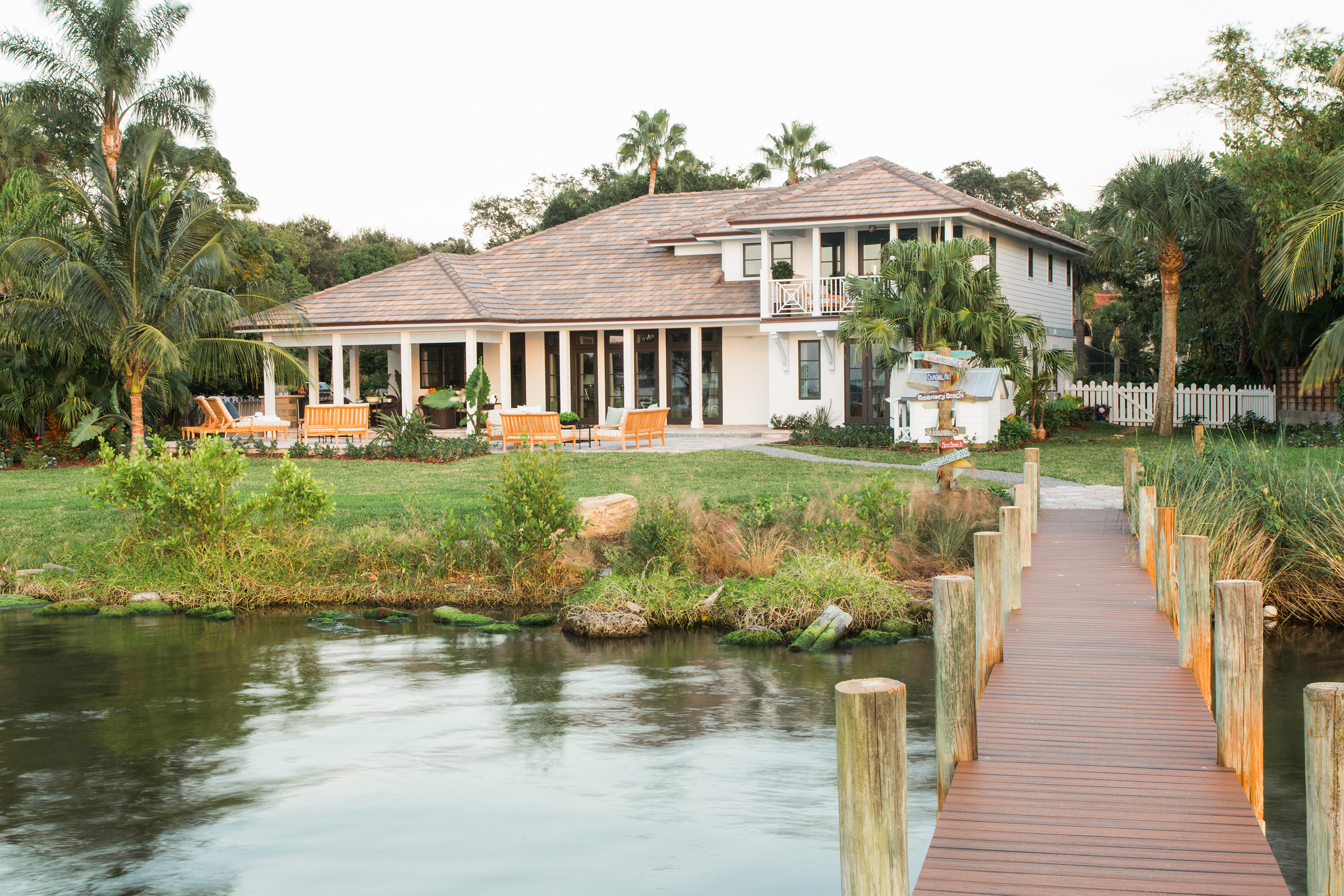 Color palette offers Floridian inspired charm to waterfront homeGLIDDEN paint sponsors HGTV Dream Home 2016   PPG   Paints  . Glidden Exterior Paint Color Chart. Home Design Ideas